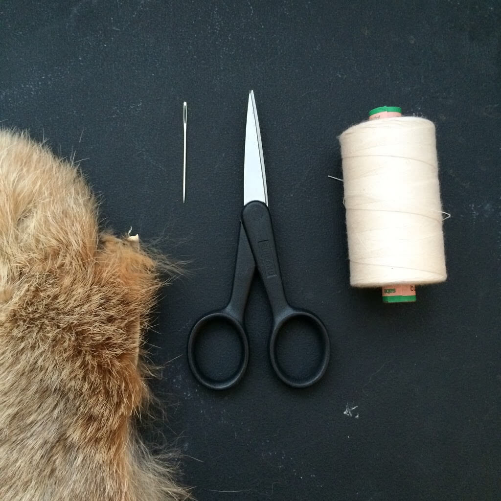 How to make a fur pompom - by Meraki